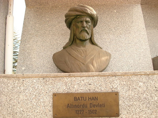 «бюст Бату Хана, находящийся в Турции»